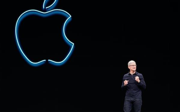 アップルのティム・クックCEOはグーグルとフェイスブックのビジネスモデルを批判している=ロイター
