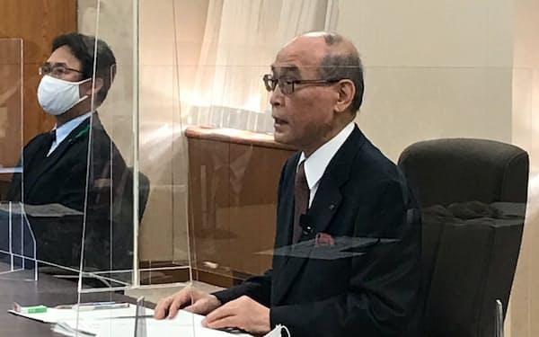 「今年も静かなGWを」と訴える谷本知事(26日夕、石川県庁)