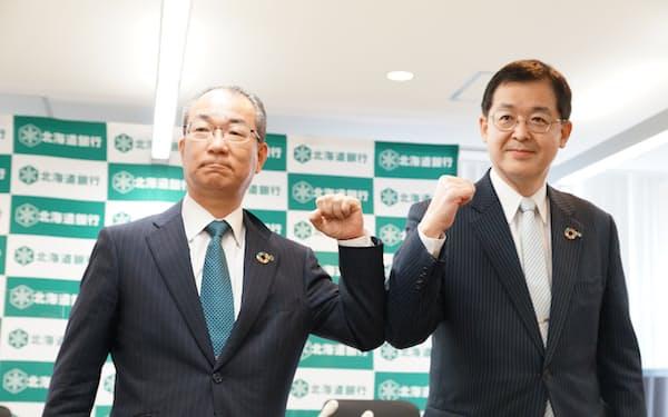北海道銀行の新頭取に就任する兼間取締役(写真右)と笹原頭取