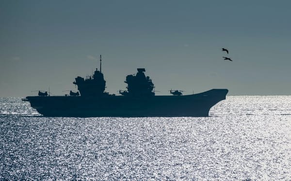 英国の最新鋭空母クイーン・エリザベスは半年以上かけてインド太平洋地域を航行する(写真は2018年)=AP