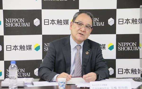 オンラインでの会見に臨んだ日本触媒の五嶋祐治朗社長
