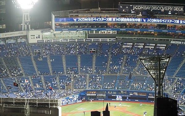 横浜スタジアムは市中心部にあり抜群のアクセスを誇る(4月22日のDeNA-中日戦、スカイガーデンから)