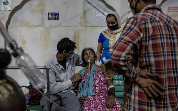 インドは複数の病院で治療に使う酸素が不足している=ロイター