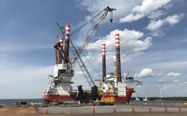 丸紅は石炭火力から再生可能エネルギーへの転換を進めている(秋田県で建設中の洋上風力発電所)