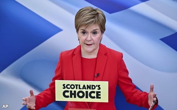 地方議会で与党のスコットランド民族党(SNP)スタージョン党首は議会選での単独過半数を目指す(写真は4月15日、スコットランドのグラスゴーにて)=AP