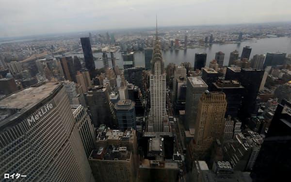 ニューヨーク・マンハッタンのオフィス空室率は1994年以来の高水準で、家具メーカーにとっては逆風だ=ロイター