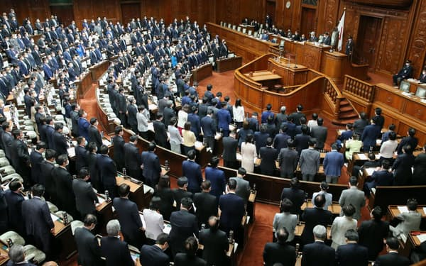 国家公務員法改正案を可決した衆院本会議(27日午後)