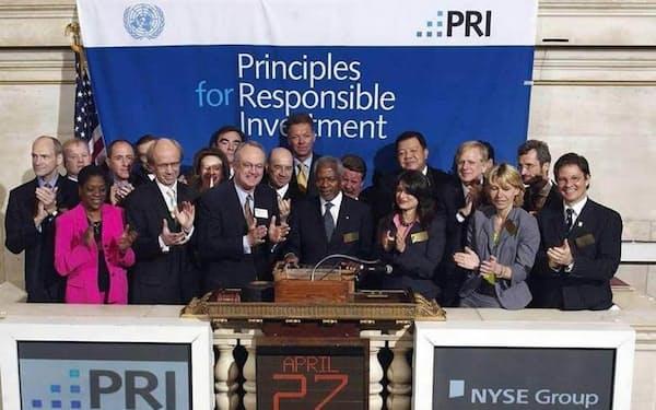 ニューヨーク証取で行われた責任投資原則の発表セレモニー(2006年4月27日、PRIのHPより)