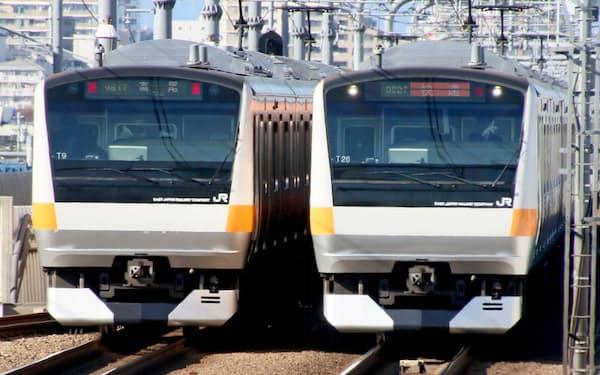 JR東日本など鉄道各社は東京都などの要請を受け、連休期間中の減便を発表した