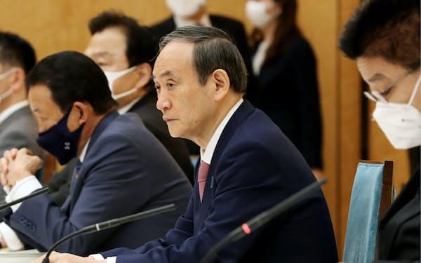 郵政民営化推進本部の会合に臨む菅首相(27日、首相官邸)