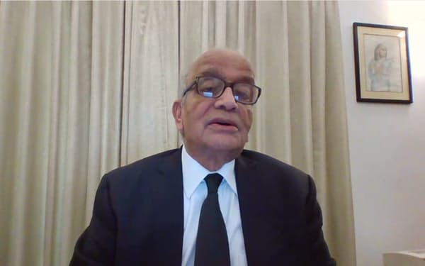 オンラインで質問に答えるマルチ・スズキのバルガバ会長(27日)