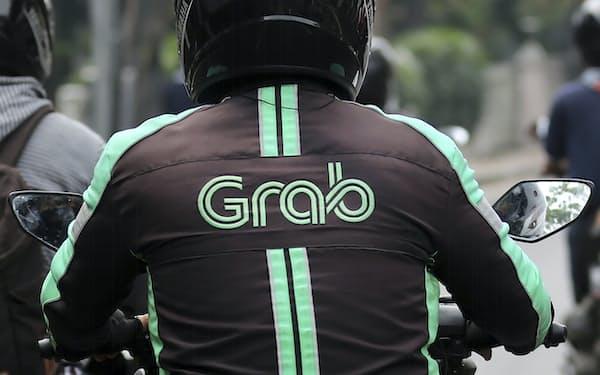 グラブの案件は過去最大のSPAC上場になる見込み(インドネシアのバイク配車運転手)=AP