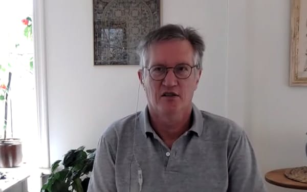 オンラインでのインタビューに答えるアンデシュ・テグネル氏(4月16日)