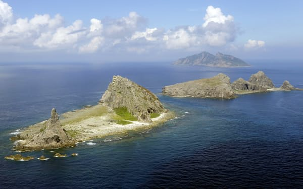 沖縄県の尖閣諸島周辺では中国が領海侵入を繰り返している=共同