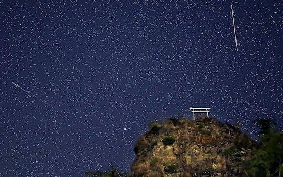 勝頼が新府城を築いた七里岩の断崖。輝く星が静かに流れ落ちた