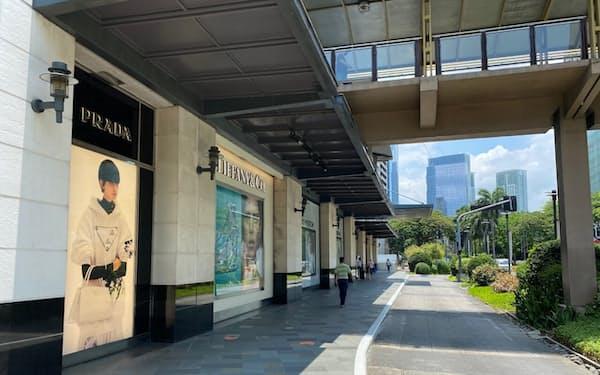 行動制限で商業施設を訪れる人は少ない(28日、フィリピン・マニラ)