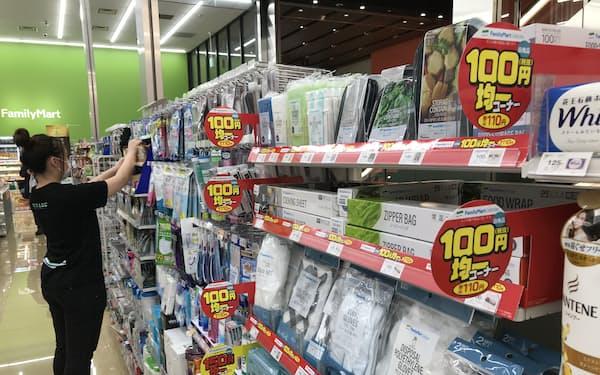 ファミマは100円均一品(税込み110円)の品ぞろえを増やしている