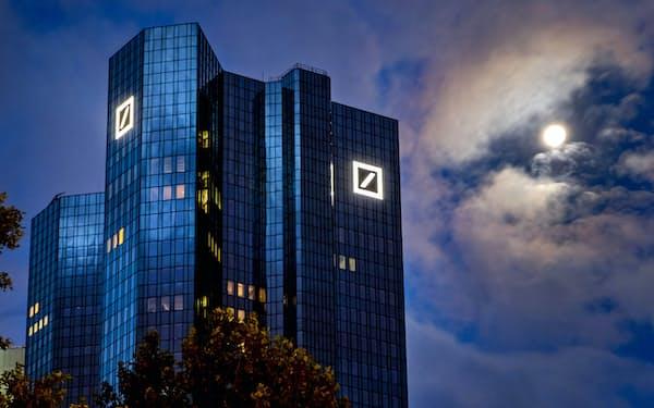 経営再建を進めるドイツ銀行本店(フランクフルト)=AP