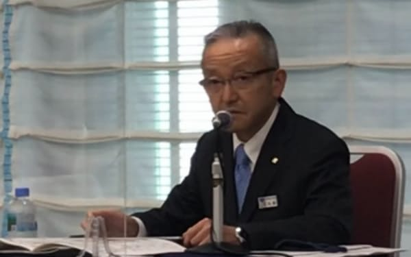 会見する東京ガスの佐藤裕史CFO(28日)
