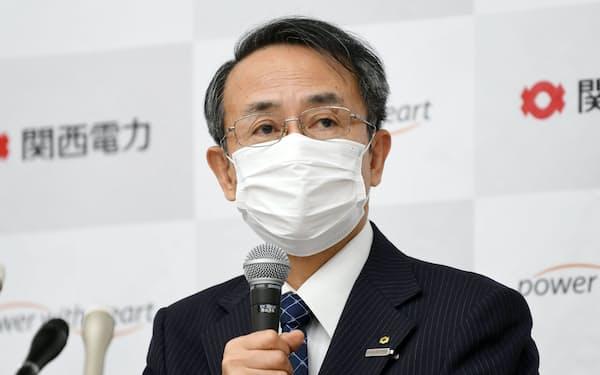 記者会見する関西電力の森本社長(28日午後、大阪市北区)