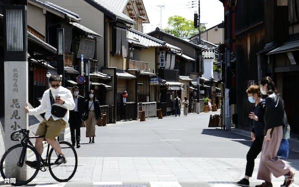閑散とした京都・祇園の花見小路=25日午後0時43分