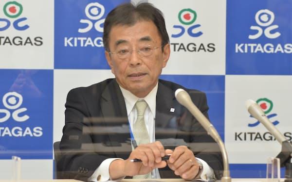 会見する北海道ガスの大槻博社長(28日、札幌市)