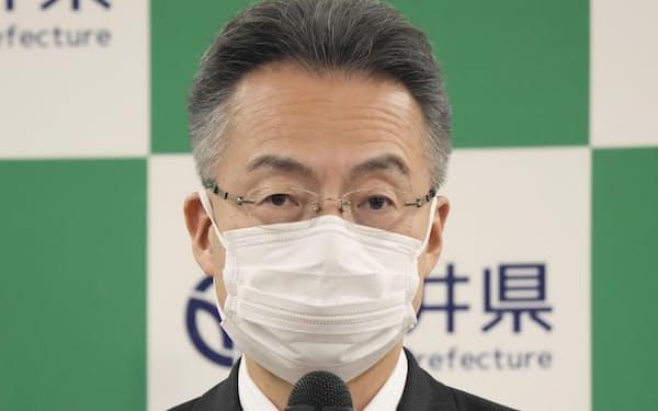 運転開始から40年を超えた関西電力の原発3基の再稼働に同意すると表明する福井県の杉本達治知事=28日午前、福井県庁