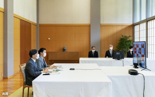 オンラインで福島県の内堀雅雄知事から説明を受ける天皇、皇后両陛下(28日午後、赤坂御所)=宮内庁提供・共同