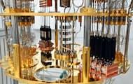 量子コンピューター向けに設置された希釈冷凍機(埼玉県和光市の理化学研究所)