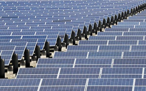 使用電力を100%再生エネルギーで賄うことをめざす「RE100」企業も増えている(写真はメガソーラー発電所)