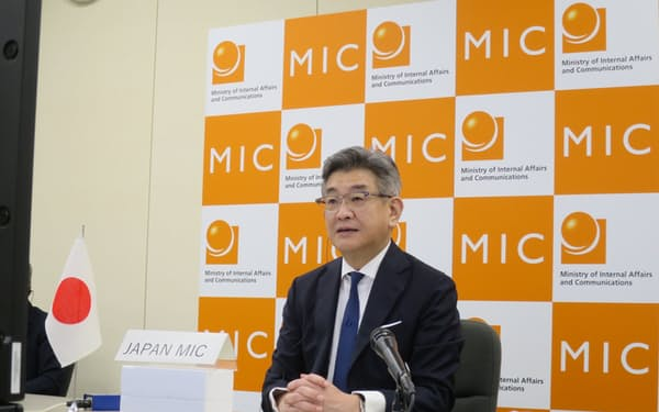 武田良太総務相は「情報通信インフラを支えるベンダーの多様性確保が重要だ」と強調した(28日、東京・霞が関)