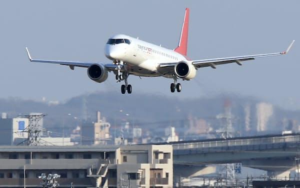 県営名古屋空港に着陸するスペースジェット(20年3月)