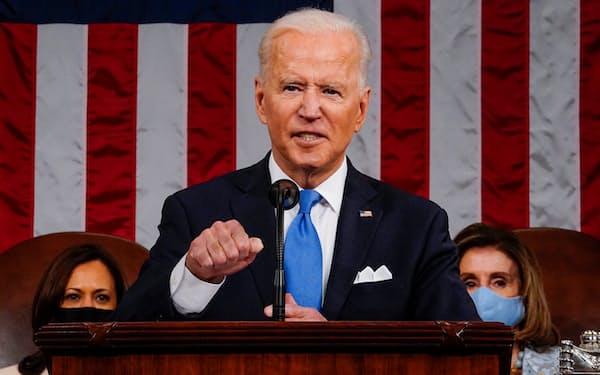 28日、演説するバイデン大統領=ロイター