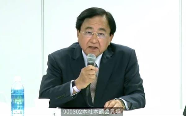 東京電力HDの新会長に内定し、オンラインで記者会見する小林喜光氏(28日)