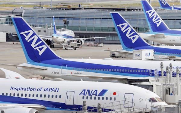 羽田空港に駐機する全日空機=2020年10月