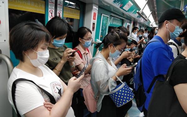 中国ではスマホアプリを通じたネット金融が浸透=AP