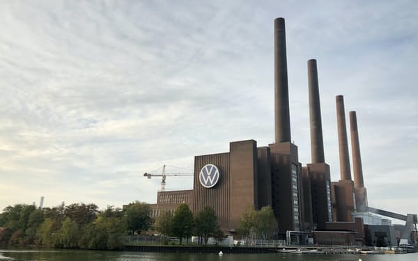 VWは2030年以降、中国以外の全工場で再エネの電力だけを使う(写真は主力のウォルフスブルク工場)