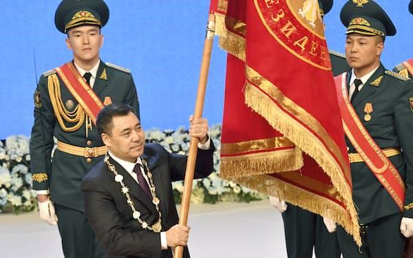 キルギスで1月28日に大統領に就任したサディル・ジャパロフ氏=AP