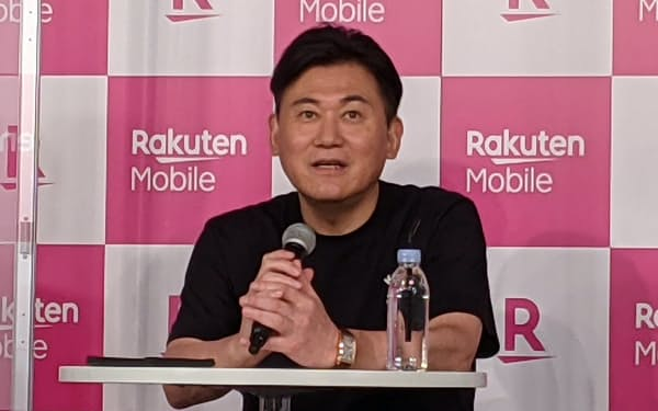 楽天モバイルのiPhone発売を祝うイベントに出席した、楽天グループの三木谷浩史会長兼社長