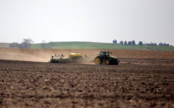 農機は多くの温暖化ガスを排出する=ロイター