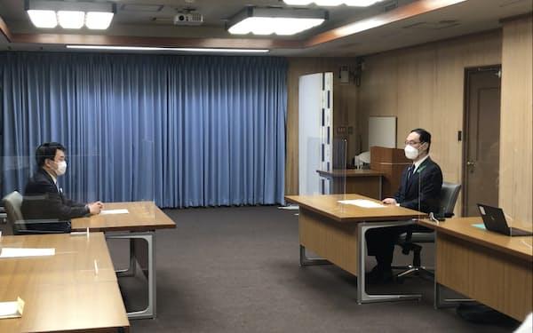 意見交換した埼玉県の大野知事㊨とさいたま市の清水市長㊧