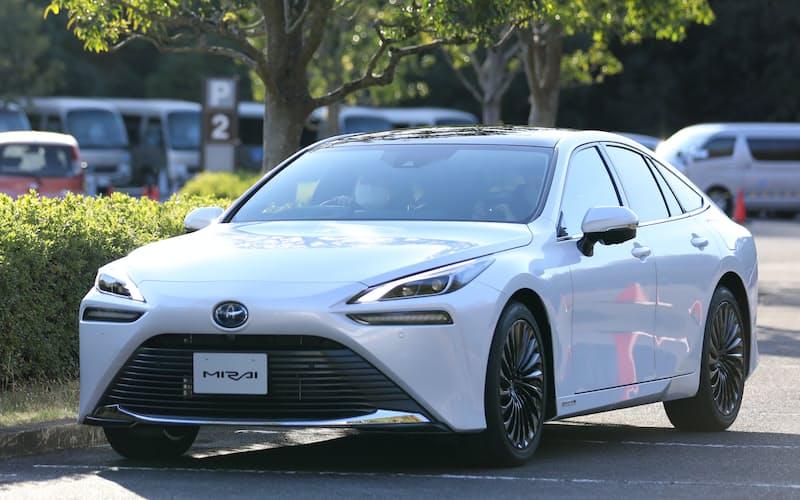政府は燃料電池車の普及を目指している(トヨタの新型ミライ)