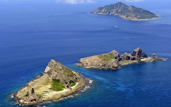 中国海警法が2月に施行され、尖閣周辺の領海に海警局の船が頻繁に侵入している=共同