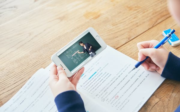 リクルートの「スタディサプリ」では利用者同士が一緒に勉強できる機能を開発中だ