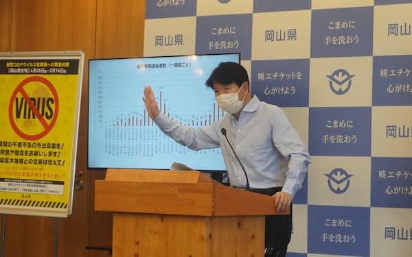 記者会見する岡山県の伊原木隆太知事(2日、県庁)