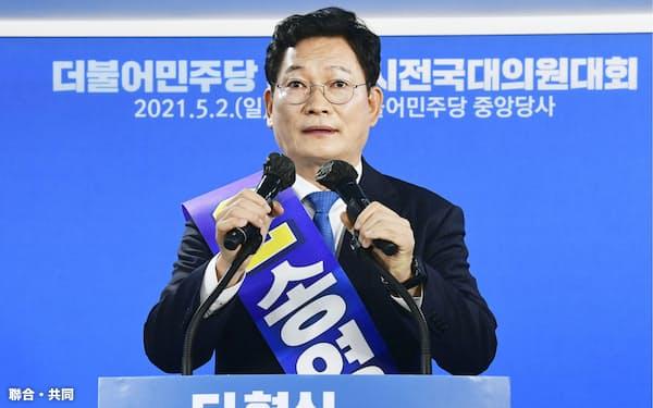 韓国与党「共に民主党」の新代表に選ばれた宋永吉氏=聯合・共同