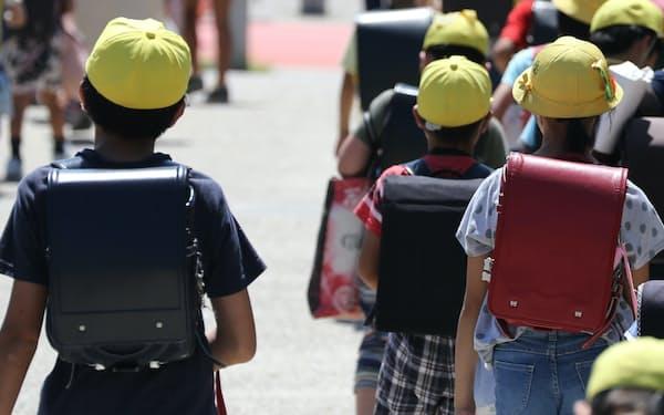 15歳未満の子どもの数は、ピークだった1954年からほぼ半減した