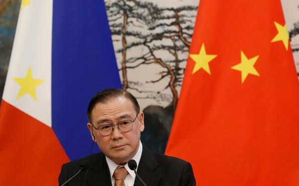 中国を強く非難したフィリピンのロクシン外相=ロイター