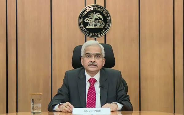 コロナ拡大に伴う支援策を発表するインド準備銀行のダス総裁(5日)