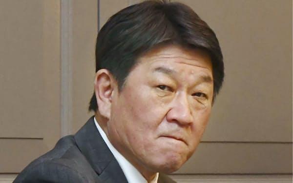 日米韓外相会談に臨む茂木外相=5日、ロンドン(共同)
